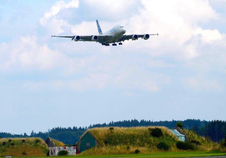 2006 führte das DLR bereits Testflüge mit einem Airbus A380 über Oberpfaffenhofen bei München durch, um die entstehenden Wirbelschleppen zu erfassen.