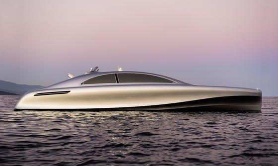 """Die Yacht """"Arrow460 – Granturismo"""" als Edition 1-Modell wurde jetzt auf der der Monaco Yacht Showpräsentiert und konnte von innen besichtigt werden. Sie wurde von Mercedes benz Style designed."""