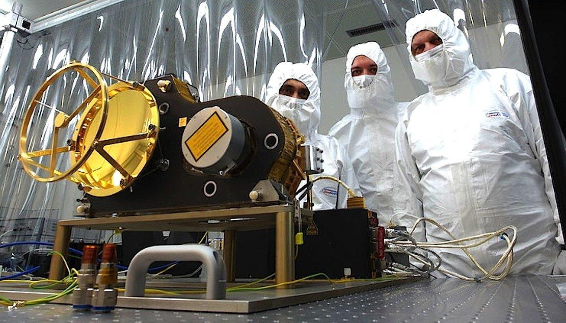 Das Laser-Altimeter ist überraschend klein.