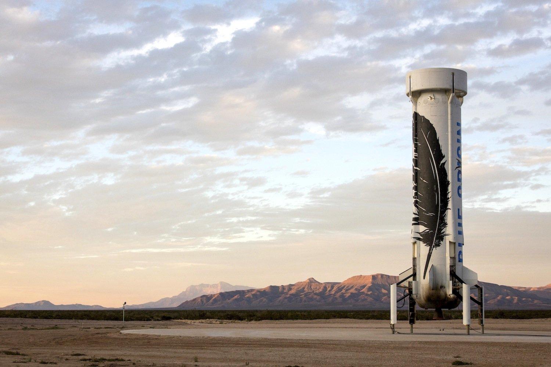 Geschafft: Erstmals ist eine Rakete nach ihrem Flug wieder senkrecht und unbeschädigt auf der Erde gelandet. Dieses Kunststück ist dem Raumfahrtunternehmen Blue Origin des Amazon-GründersJeff Bezos geglückt. Deutlich zu sehen: Die Spitze der Rakete New Shepardfehlt. Die dort beim Start untergebrachte Raumkapsel ist sicher mit einem Fallschirm gelandet.