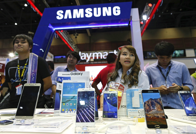 Das Galaxy S7 von Samsung mag zwar wasserdicht sein, aber der Akku überhitzt leicht, fängt Feuer oder qualmt. Deswegen wurden sogar Flugzeuge evakuiert.