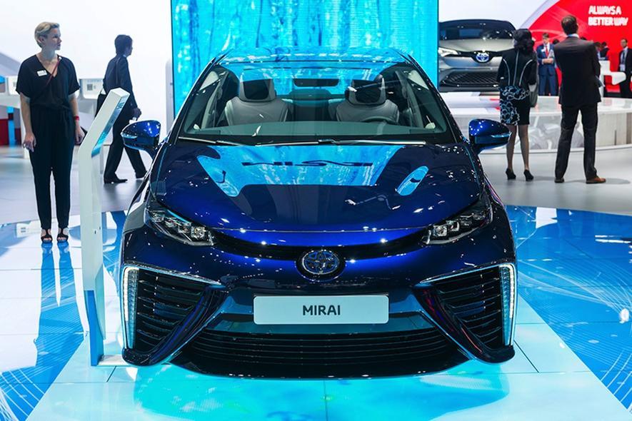 Im Toyota Mirai hat die Wasserstofftechnologie bereits den Sprung in die Serienfertigung geschafft. Kostenpunkt: knapp 78.000 €.