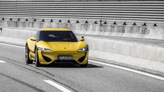 Testfahrt mit dem Quantino: Jetzt durften die ersten Journalisten die Elektroautos des Liechtensteiner Unternehmens NanoFlowCell fahren. Das Besondere: Sie sind mitRedox-Flow-Batterien ausgestattet.