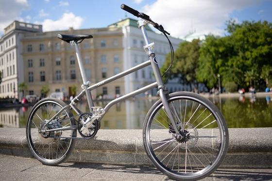 Kaum zu glauben: Dieses Faltrad ist ein E-Bike – und lädt seine Batterie selber auf.