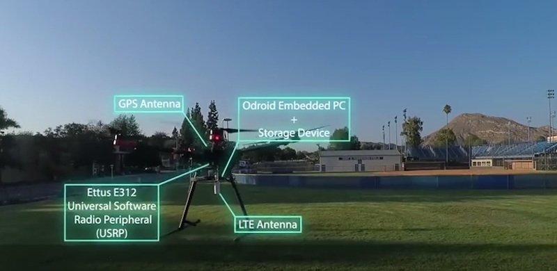 Testdrohne, die sowohl GPS-Daten als auch Umgebungssignale für die Navigation nutzt.