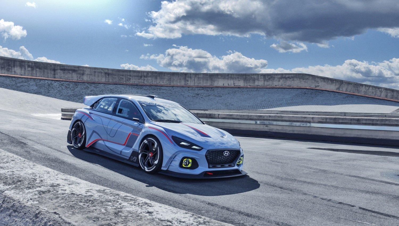 RN 30 von BASF und Hyundai: Der Rennwagen ist vollgestopft mit experimentellen Polymeren, die Robustheit und niedriges Gewicht kombinieren.