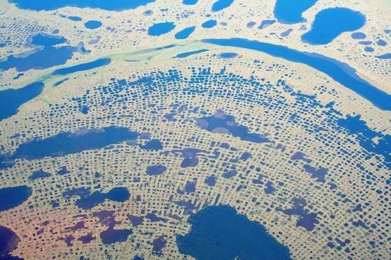 Auftauende Permafrostböden wie hier in den arktischen Regionen geben Methan frei. Methan ist 30-mal klimaschädlicher als Kohlendioxid.