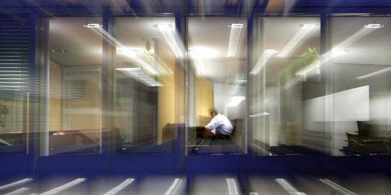 Die E-Mails vom Tag müssen alle noch beantwortet werden? Nein. 24 Stunden muss sich der Absender im Geschäftsleben schon gedulden, bevor eine erneute Anfrage respektabel ist.