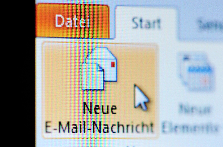 Im Berufsalltag werden viele E-Mails geschrieben. Dabei gilt es gewisse Regel zu beachten.