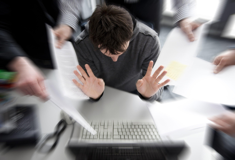 Eine E-Mail an die falschen Leute verschickt? Das kann fatale Folgen haben. Vor dem Senden einer Nachricht empfiehlt sich deshalb ein Kontrollblick ins Adressatenfeld.