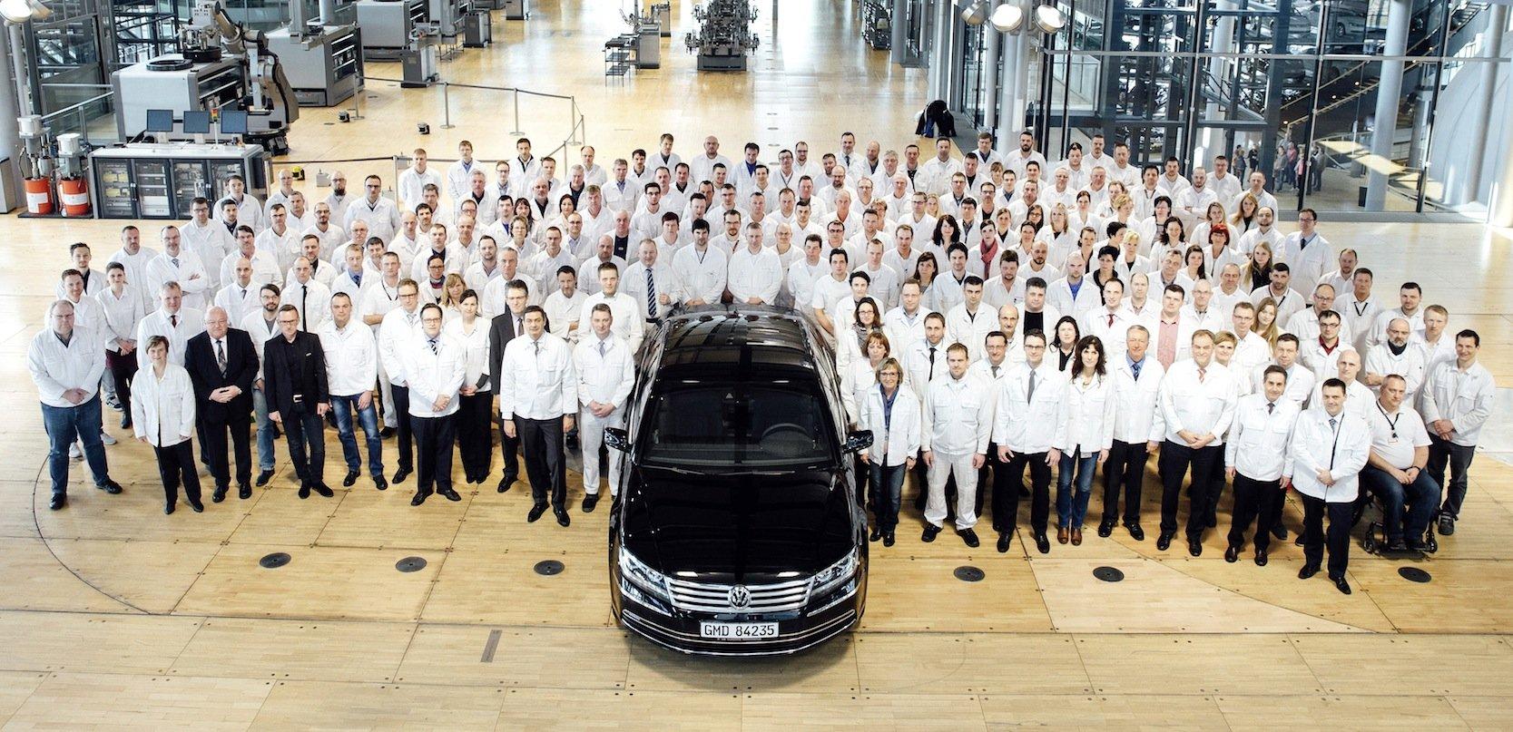 Der letzte Phaeton verließ am 17. März 2016 die Gläserne Manufaktur in Dresden. Seitdem fungiert die Manufaktur als Ausstellungshalle für Elektromobilität.