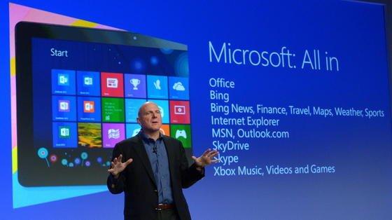Der frühere Microsoft-Chef Steve Ballmer stellt im Oktober 2012 das Betriebssystem Windows 8 vor, mit dem auch der Windows Store als Teil der Benutzeroberfläche eingeführt wurde. Jetzt hat Microsoft im deutschen Store etwa die Hälfte der Apps gelöscht.