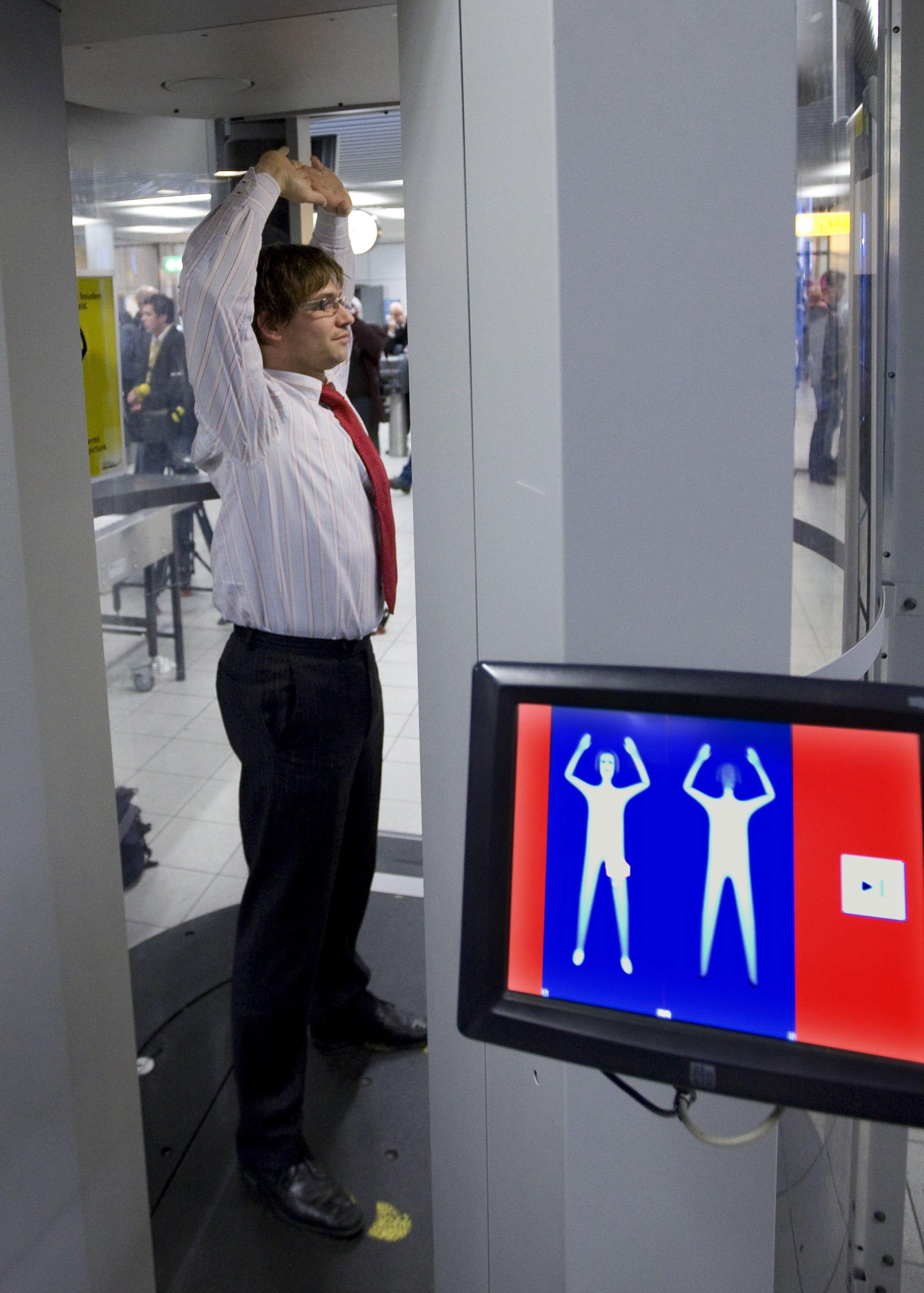 Kontrolle am Flughafen: Der mobile Scanner von Evolv Technologies ist eher für die neuen Ziele terroristischer Anschläge wie Nachtclubs, Einkaufszentren, Nahverkehrssysteme oder Stadien gedacht.