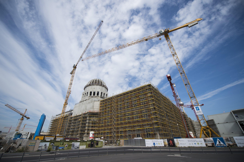 Baustelle des Berliner Schlosses: Auch dieser Bau wird sich verzögern – auch deshalb, weil es nicht genug Bauingenieure gibt. Auch Großprojekte wie der Flughafen Berlin Brandenburg und Stuttgart 21 werden später fertig als geplant.