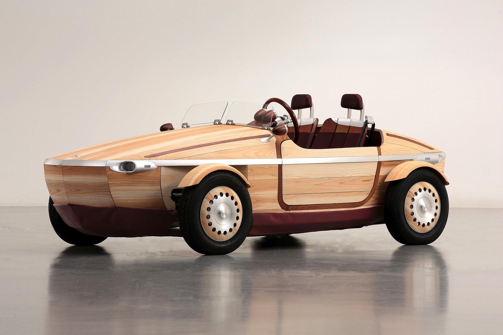 Wären da nicht die Räder, könnte der Toyota Setsuna als Boot durchgehen. Das Auto ist aus Holz gebaut, sogar die Sitze und das gesamte Interieur.