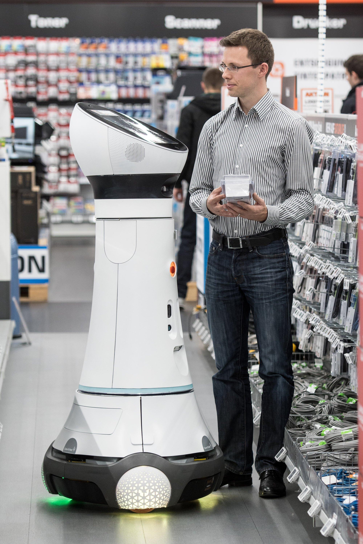 Roboter Paul hat mal wieder einen Saturn-Kunden in Ingostadt ans Ziel seiner Produktwünsche gebracht.