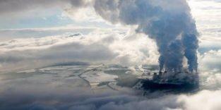 Mikroben verarbeiten Rauchgas von Kohlekraftwerken zu Bioplastik