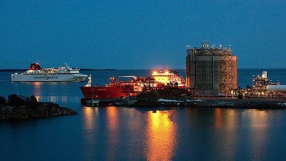 LNG-Terminal von Linde inNynäshamn in der Nähe von Stockholm in Schweden: Derzeit gibt es noch vergleichswenige LNG-Terminals zum Auftanken von großen Schiffen.