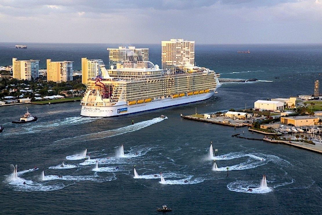 Royal Caribbean ist eine der größten Kreuzfahrt-Reedereien der Welt. Im Bild bricht die Harmony of the Seaszur Jungfernfahrt vom Heimathafen Port Everglades in Fort Lauderdale in Florida auf.
