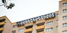Erste Solar- und Windstromanlage auf einem Hochhaus in Berlin
