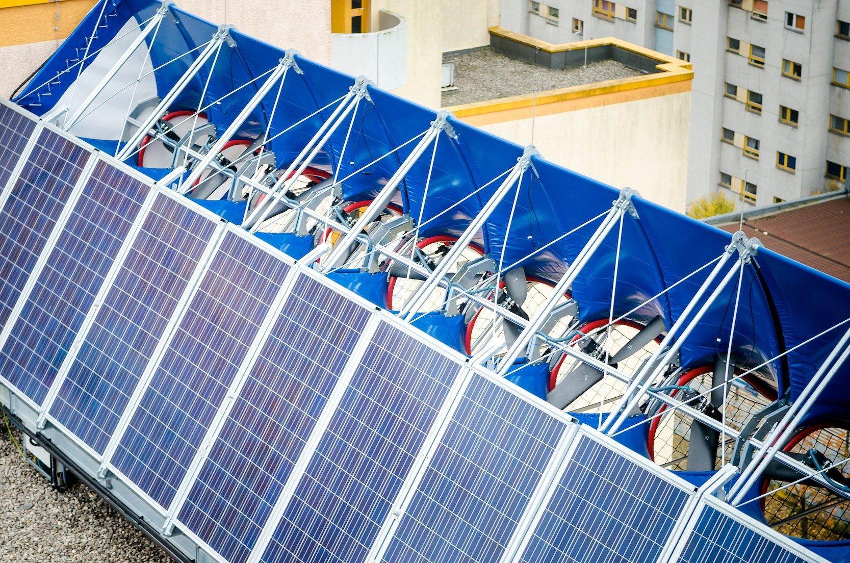 Die Propeller haben eine Nennleistung von jeweils 1 kW. Gleichzeitig erhöhen Solarmodule die Stromproduktion.