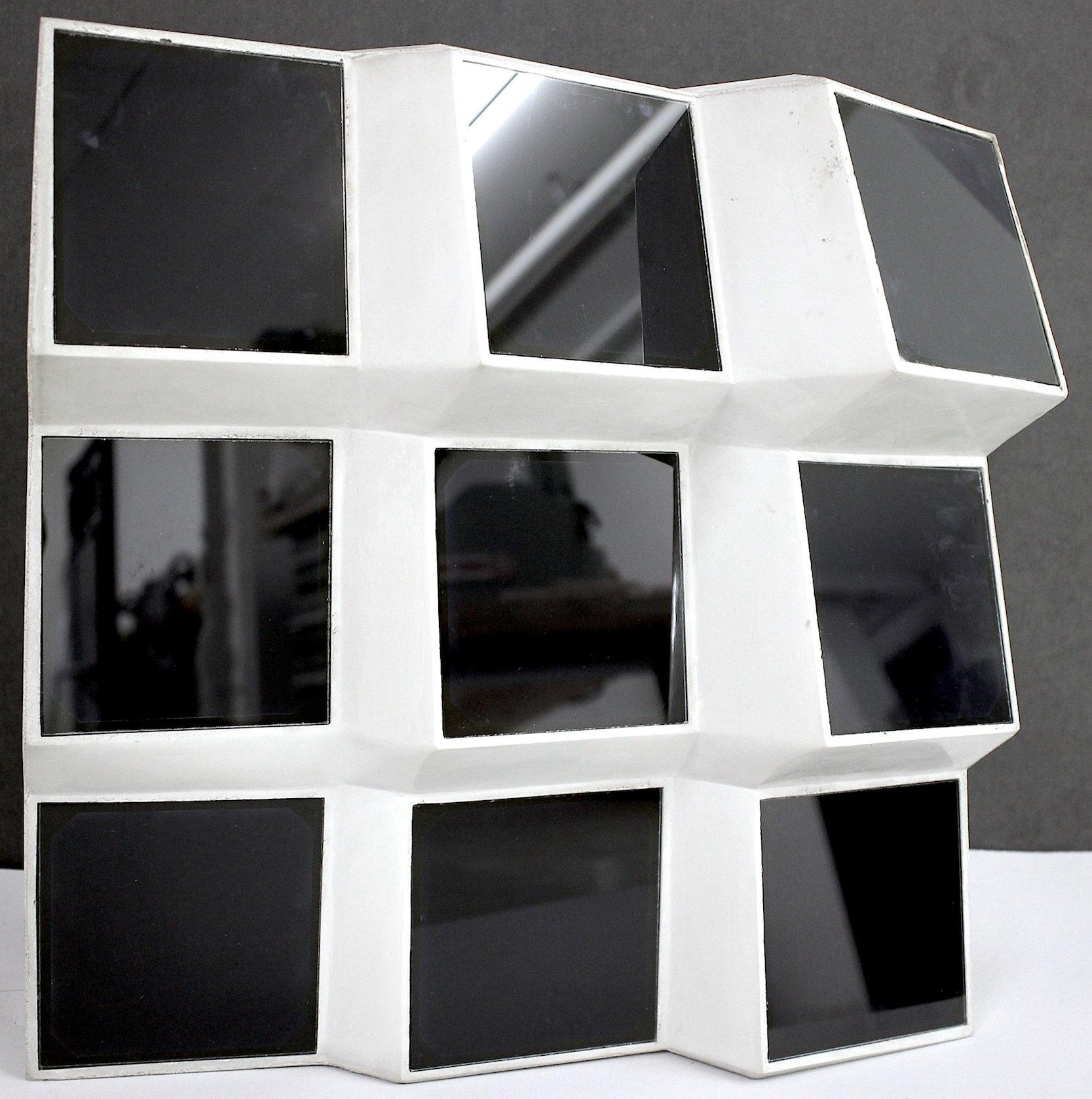 Forscher arbeiten derzeit daran, in Hausfassaden aus Karbonbeton Solarmodule zu integrieren. Die im Bild gezeigte Facetten-Optik macht einen deutlich höheren Stromertrag möglich als herkömmliche Fassaden.