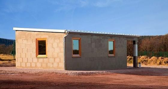 dieses haus besteht aus lego steinen aus w stensand. Black Bedroom Furniture Sets. Home Design Ideas
