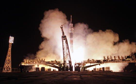 In der Nacht des 18. November ist die Sojusrakete zur ISS aufgebrochen. Der Start erfolgte von Rampe 1 auf dem Weltraumbahnhof Baikonur in Kasachstan – hier startete auch schon Weltraumpionier Juri Gagarin 1961 ins All.