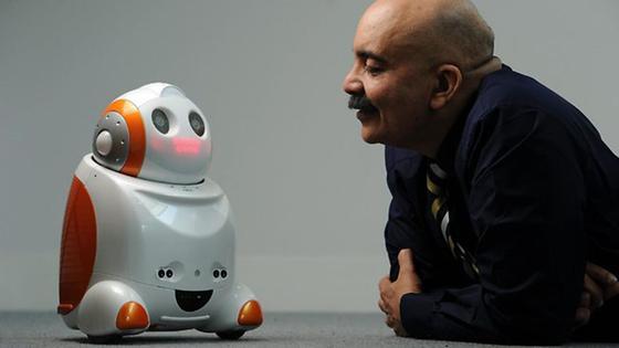 Und warum wollen Sie diese Stelle unbedingt haben? Demnächst könnten Roboter wie Matilda Bewerbungsgespräche führen. Eine entsprechende Technik wird derzeit an der UniversitätLa Trobe in Melbourne entwickelt.