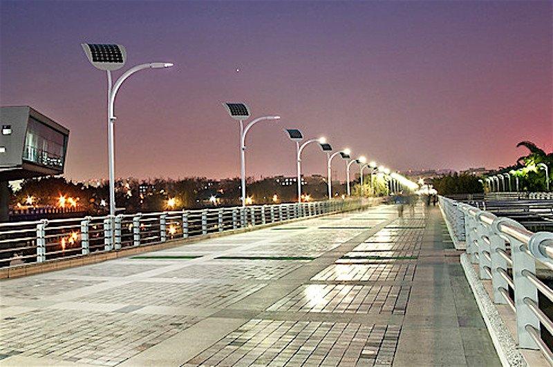Das Beleuchtungssystem von EnGoPlanet ist für viele Flächen geeignet. Es können Brücken auf diese Weise beleuchtet werden, es können Parkplätze beleuchtet werden. Überall dort, wo auch Menschen die Flächen nutzen, macht das Konzept Sinn.