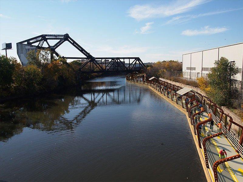 Der Radweg soll in der Nähe von Brücken und Parks mit Rampen für die Auf- und Abfahrt verbunden werden.