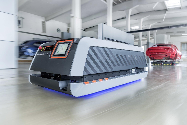 Autonome Fahrzeuge fahren Karosserien durch die Produktion. Mit dieser Alternative zum Fließband steigert Audi die Produktivität um 20 %.