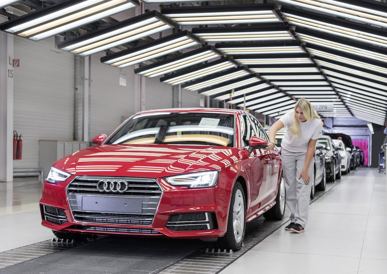 Tschüss, Fließband. Weil heutzutage quasi keine zwei Fahrzeuge mehr identisch vom Band laufen, verabschiedet sich Audi von der klassischen Produktionsmethode.