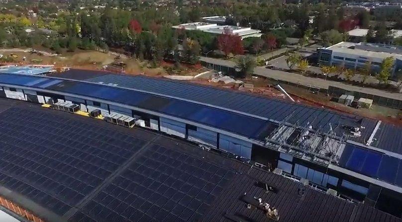 Das ganze Dach mit Solarmodulen bestückt: Das Apple-Ufo soll sich möglichst autark mit Energie versorgen.