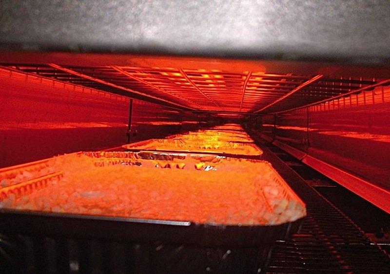 Prebrowning: Fertiggerichte werden mit Infrarotlicht vorgebräunt.