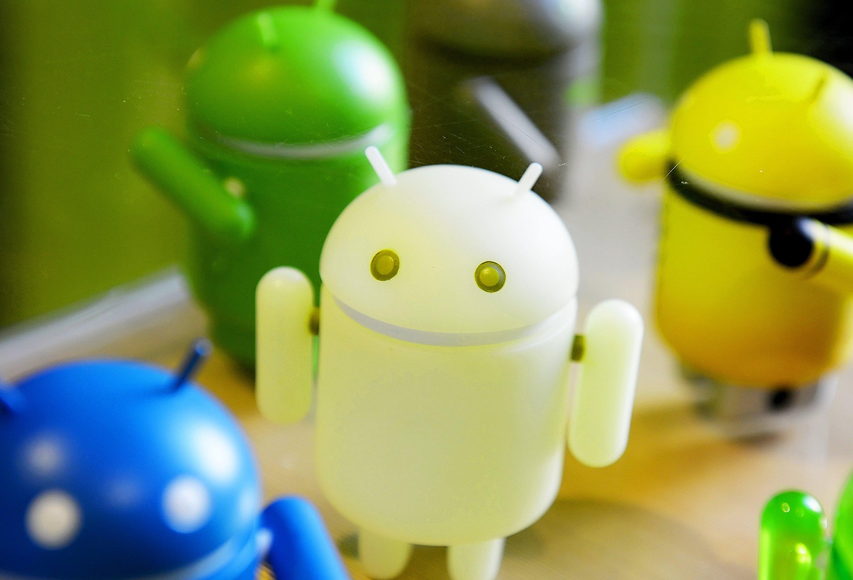 Die bunten Android-Männchen sehen so harmlos aus. Doch das Betriebssystem Android zeigt sich einmal mehr als sehr anfällig für Malware.
