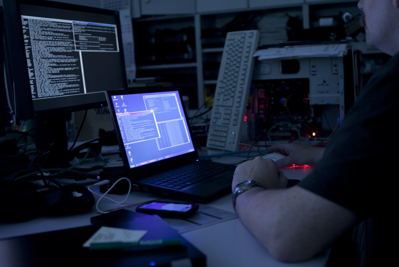 Sieben Jahre lang verschickten die Täter jede Woche mehr als eine Million Spam- und Phishing-Mails, die mit Trojanern versehen waren. Hunderttausende Computer in vielen Teilen der Welt konnten sie so infizieren.