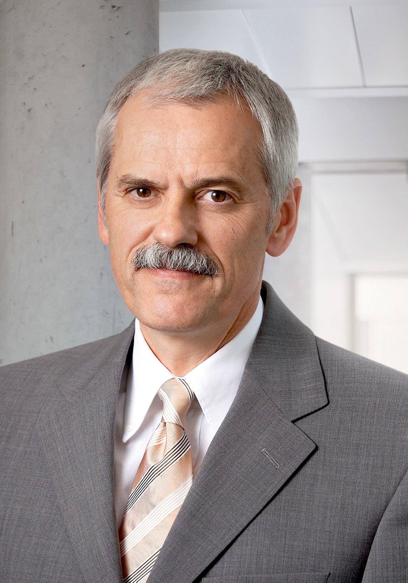 Autoexperte Willi Diez,Leiter des Instituts für Automobilwirtschaft und Umwelt an der Hochschule für Wirtschaft in Nürtingen-Geislingen.