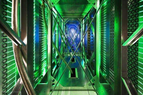 Server-Zentrum von Google in Oklahoma: Die Server entwickeln so viel Hitze, dass sie stark gekühlt werden müssen. Jetzt will ein Dresdner Unternehmen Server dezentral in Kellern aufstellen, um mit der Abwärme Häuser zu beheizen.