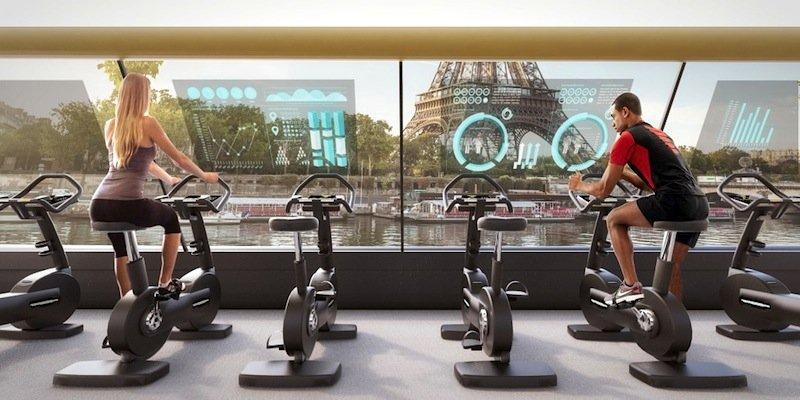Bis zu 45 Personen können im Boot auf dem Fitness-Bike oder auf einem Step-Gerät trainieren.