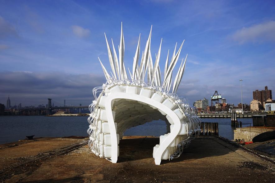 Cricket Shelter:Der erste voll funktionsfähige Prototyp der Grillenbehausung wurde im Hafengelände von Brooklyn vorgestellt