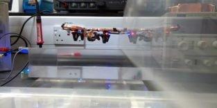 Diese Drohne wird drahtlos in der Luft mit Strom versorgt