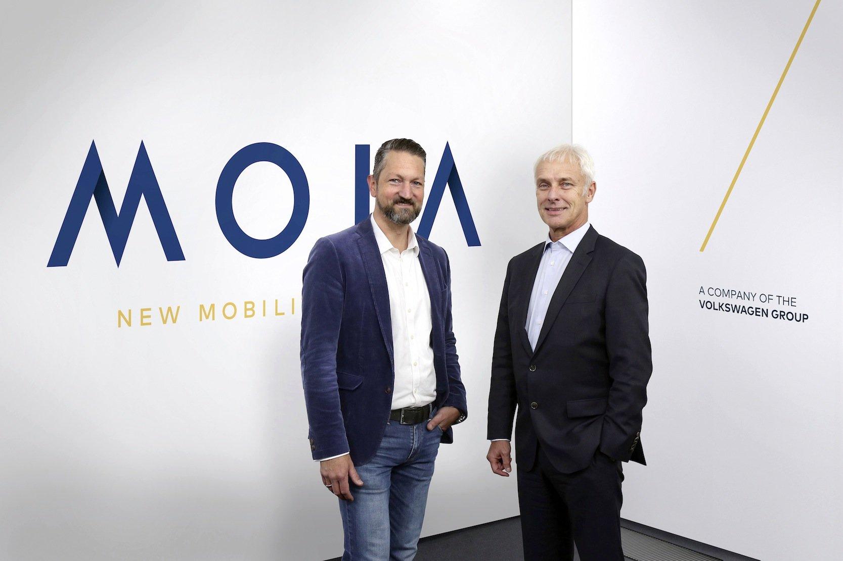 Moia-Chef Ole Harms (l.) und VW-Konzernchef Matthias Müller wollen künftig Milliarden mit der Vermittlung von Fahrten verdienen.
