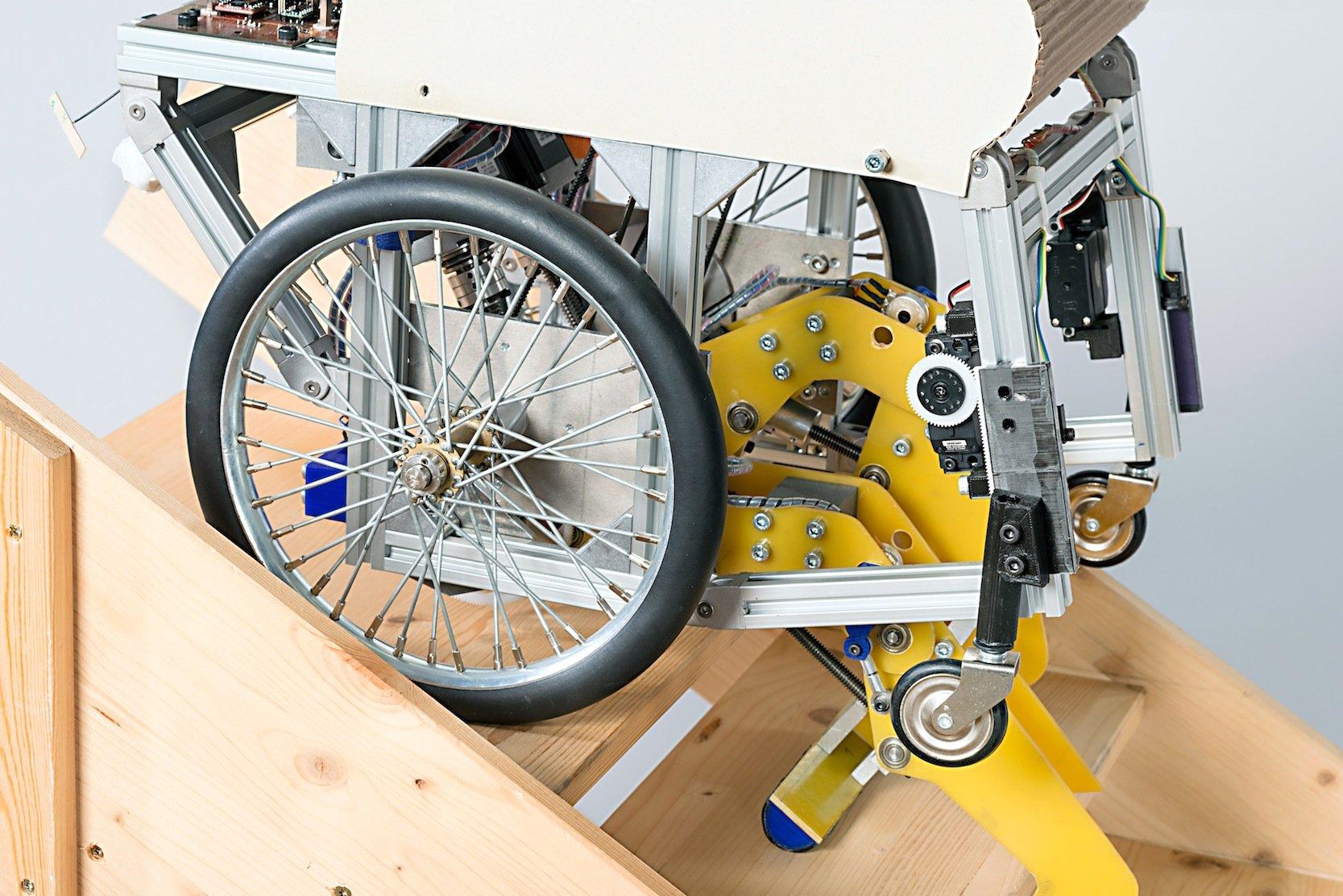 Noch gibt es den Treppen steigenden Rollstuhl nur als Prototypen. Die TU München hofft aber auf eine Serienfertigung.