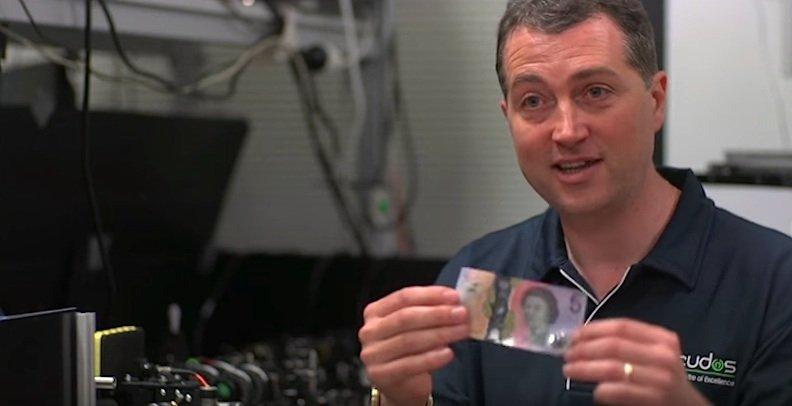 Die Anwendung der Nanokristallekönnte auch genutzt werden, um beispielsweise Banknoten besonders fälschungssicher zu machen.