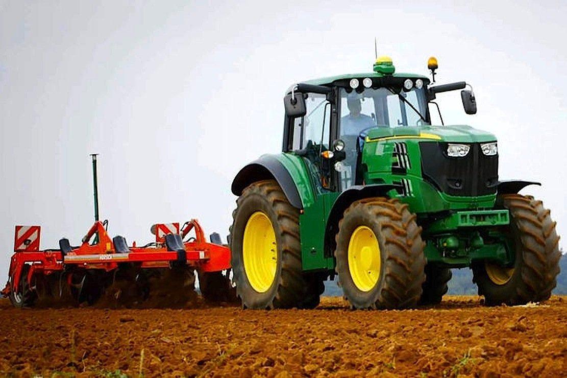 Der mit zwei Elektromotoren ausgerüstete Elektro-Traktor erreicht eine Leistung von 300 kW.