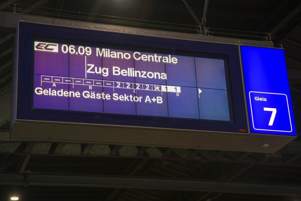 Für Frühaufsteher: Die erste Fahrt durch den Basistunnel startete am Sonntag um 6.09 Uhr.