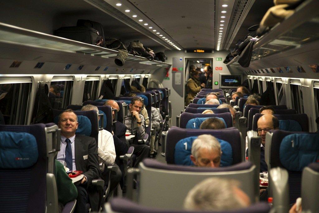 Voll besetzt war der Zug durch den längsten Eisenbahntunnel der Welt unterwegs.