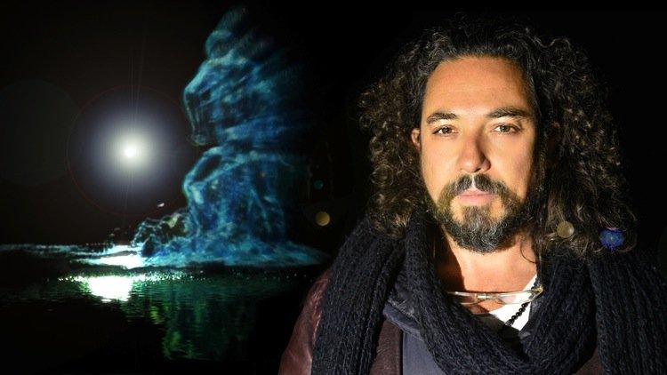 Künstler Eyal Geverarbeitet seit vielen Jahren an der Fusion zwischen Kunst und Technik und stellt seine Skulpturen und Installationen mit Hilfe des 3D-Druckers her.