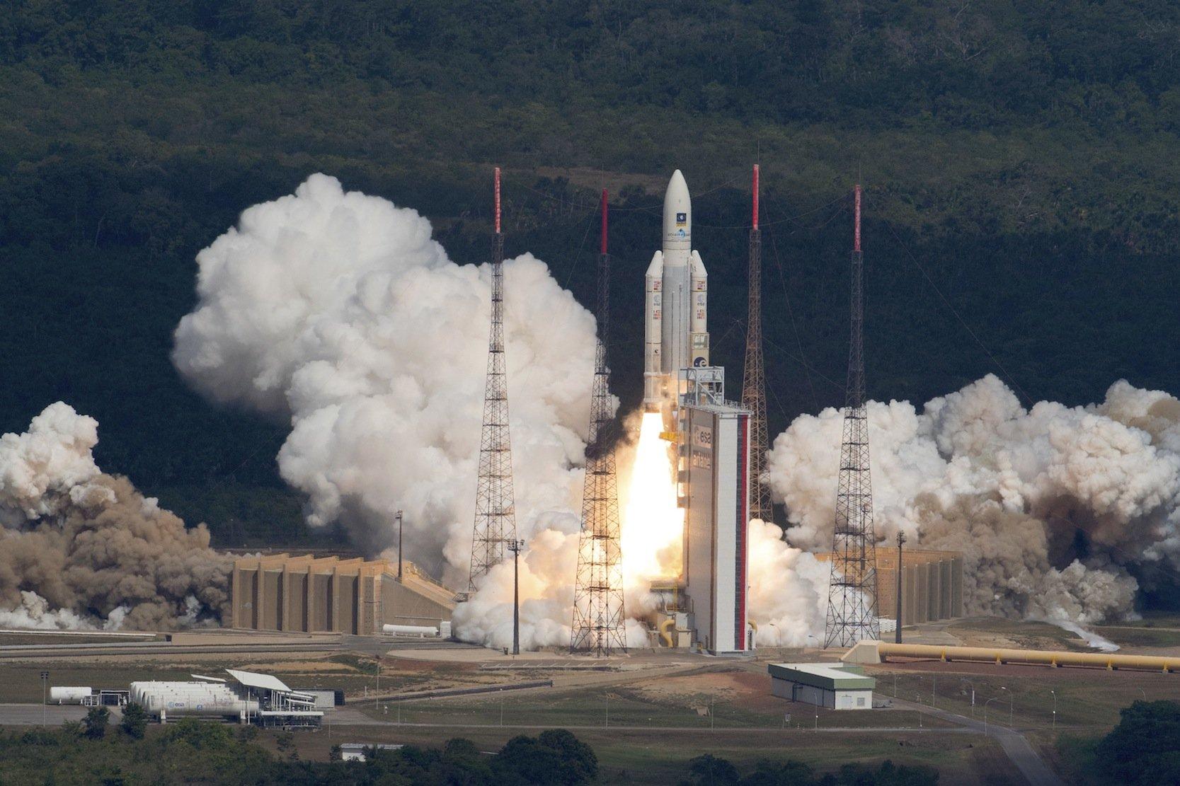 Start der Ariane 5 am 17. November 2016 in Kourouauf Französisch Guyana: Es waren die ersten vier Galileo-Satelliten, die mit einer Ariane-Rakete ins All gebracht wurden. Zuvor hatten die russische Trägerrakete Sojus 14 Satelliten in ihre Umlaufbahn geflogen.
